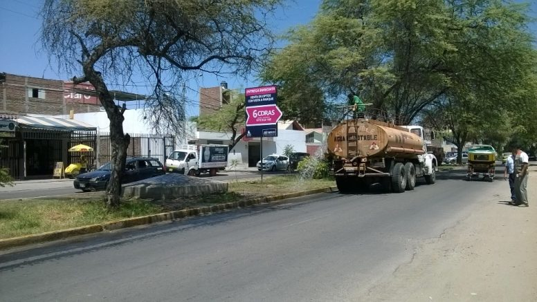 Usan cisterna de Defensa Civil para regar jardines